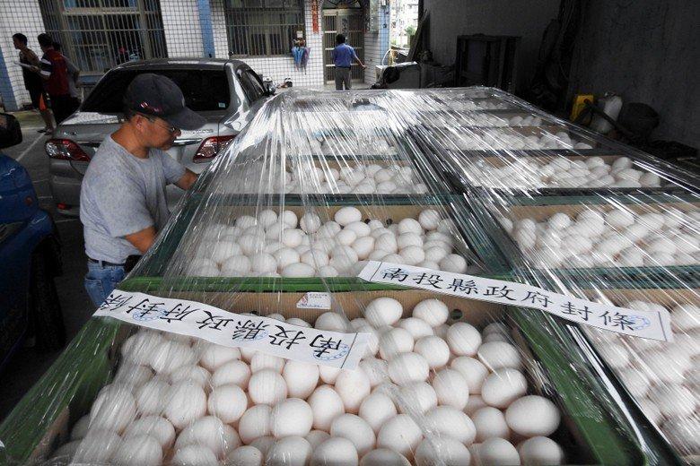 2017年,南投縣八仙牧場遭驗出芬普尼蛋,149箱約2980台斤雞蛋遭封存待銷毀...