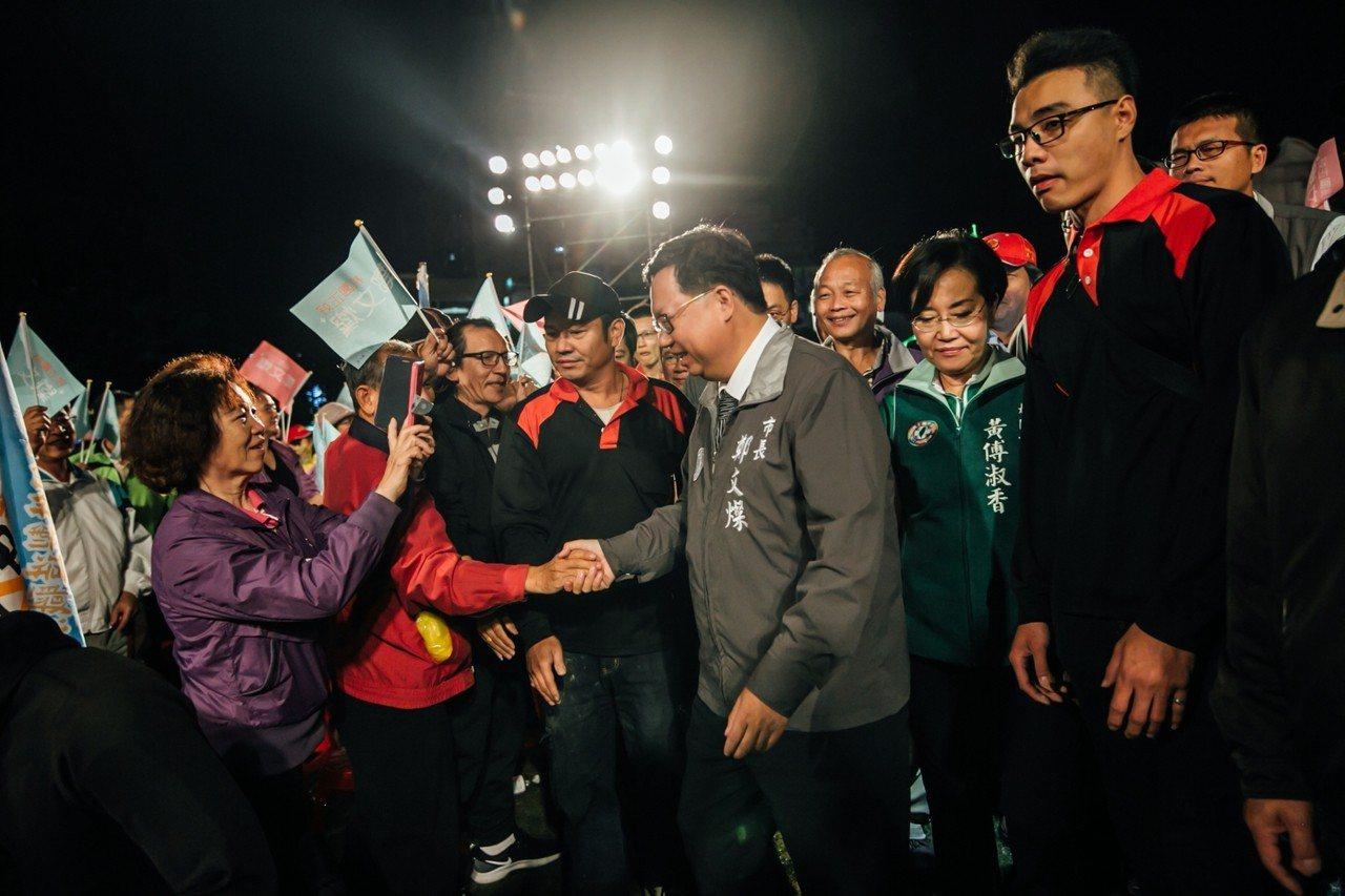 鄭文燦受到支持者熱情歡迎,現場凍選聲不斷。圖/鄭文燦競選團隊提供