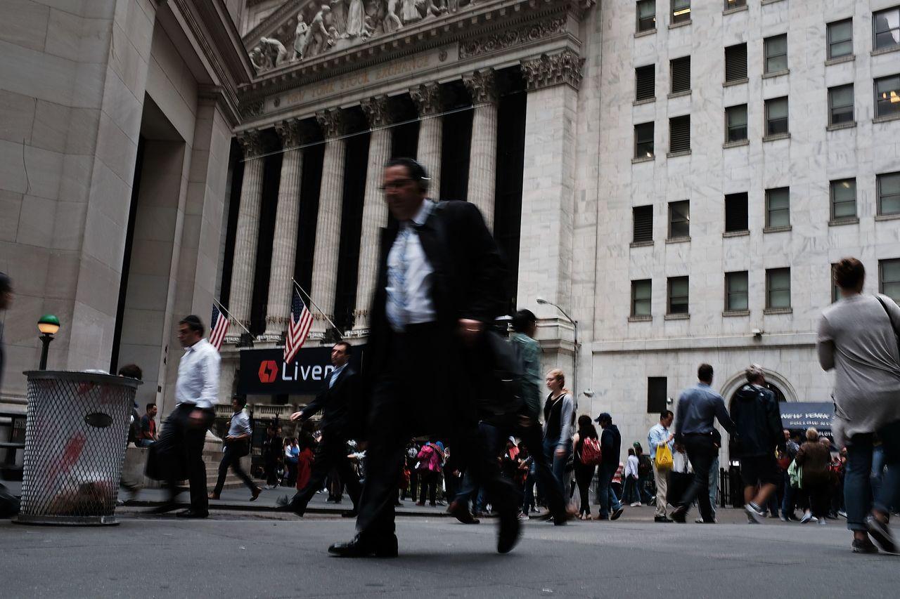 美股標普500指數跌破200日移動平均線,牛市可能反轉。法新社