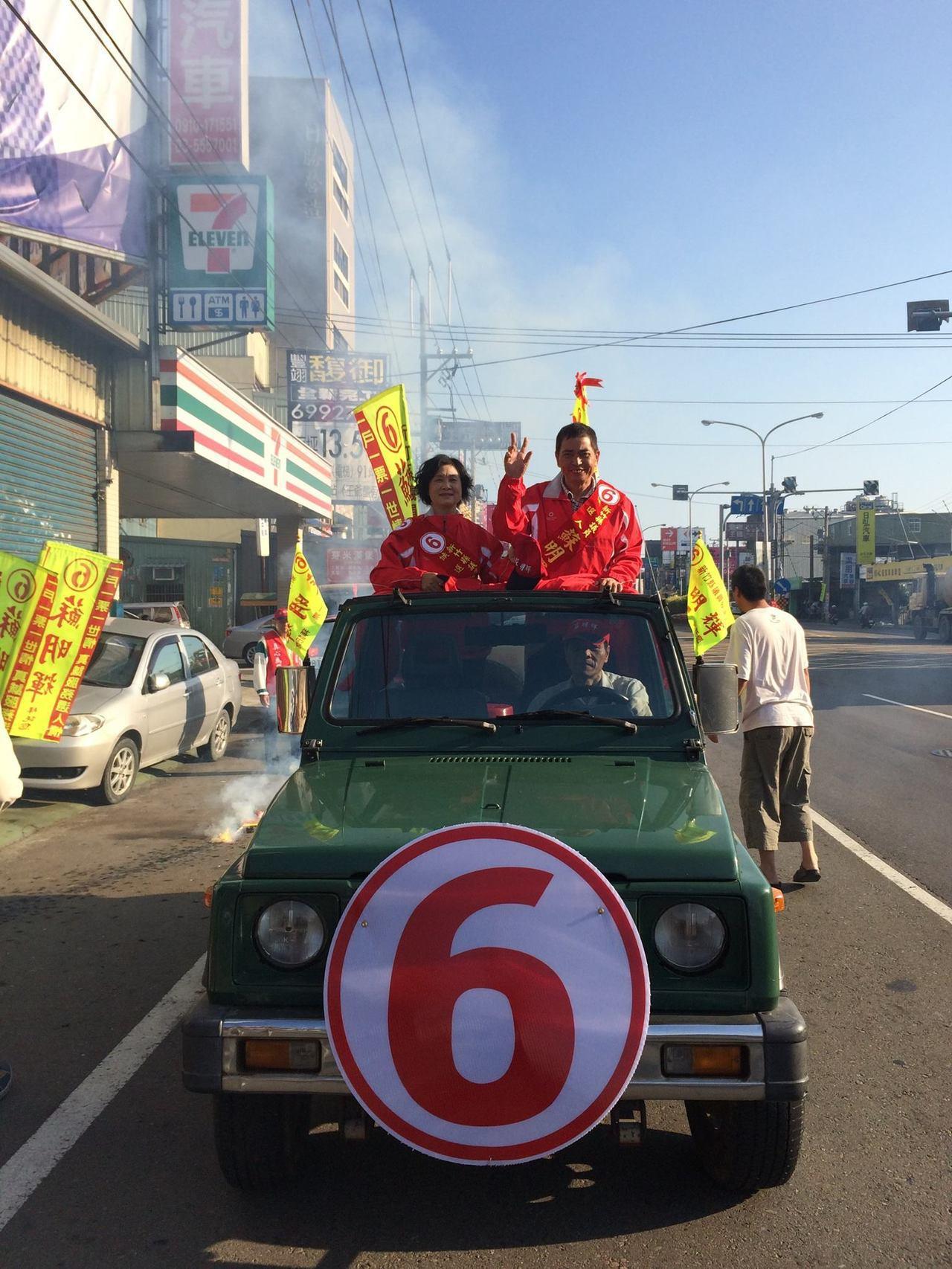 蘇明輝再次角逐此次議員選舉(竹北區),也被地方視為強棒。(圖為四年前蘇明輝拜票照...