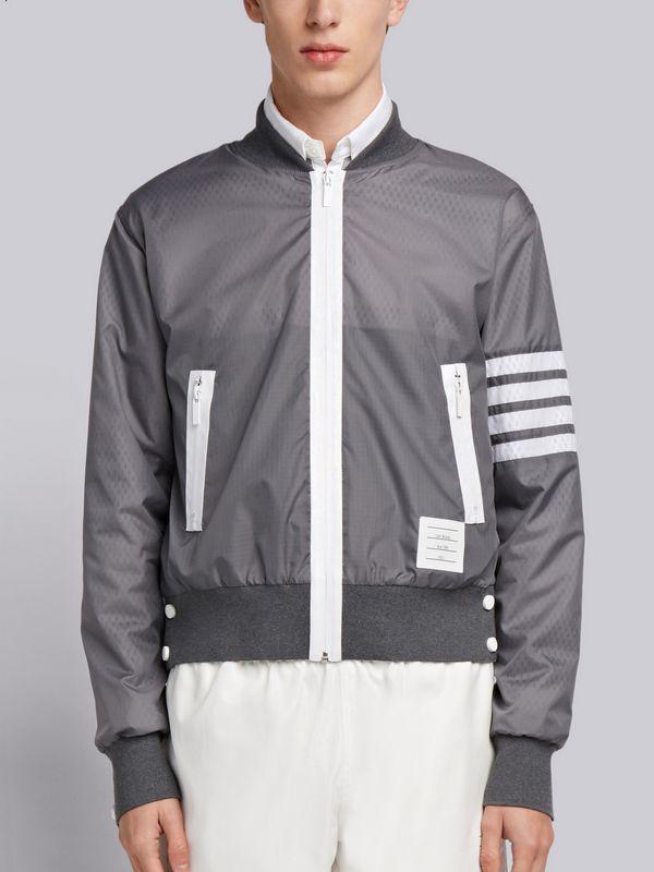 THOM BROWNE灰色飛行夾克外套,售價54,980元。圖/ART HAUS...