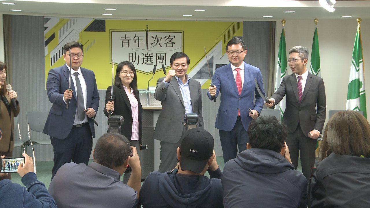 民進黨今天(12日)成立「青年次客助選團」。記者徐宇威/攝影