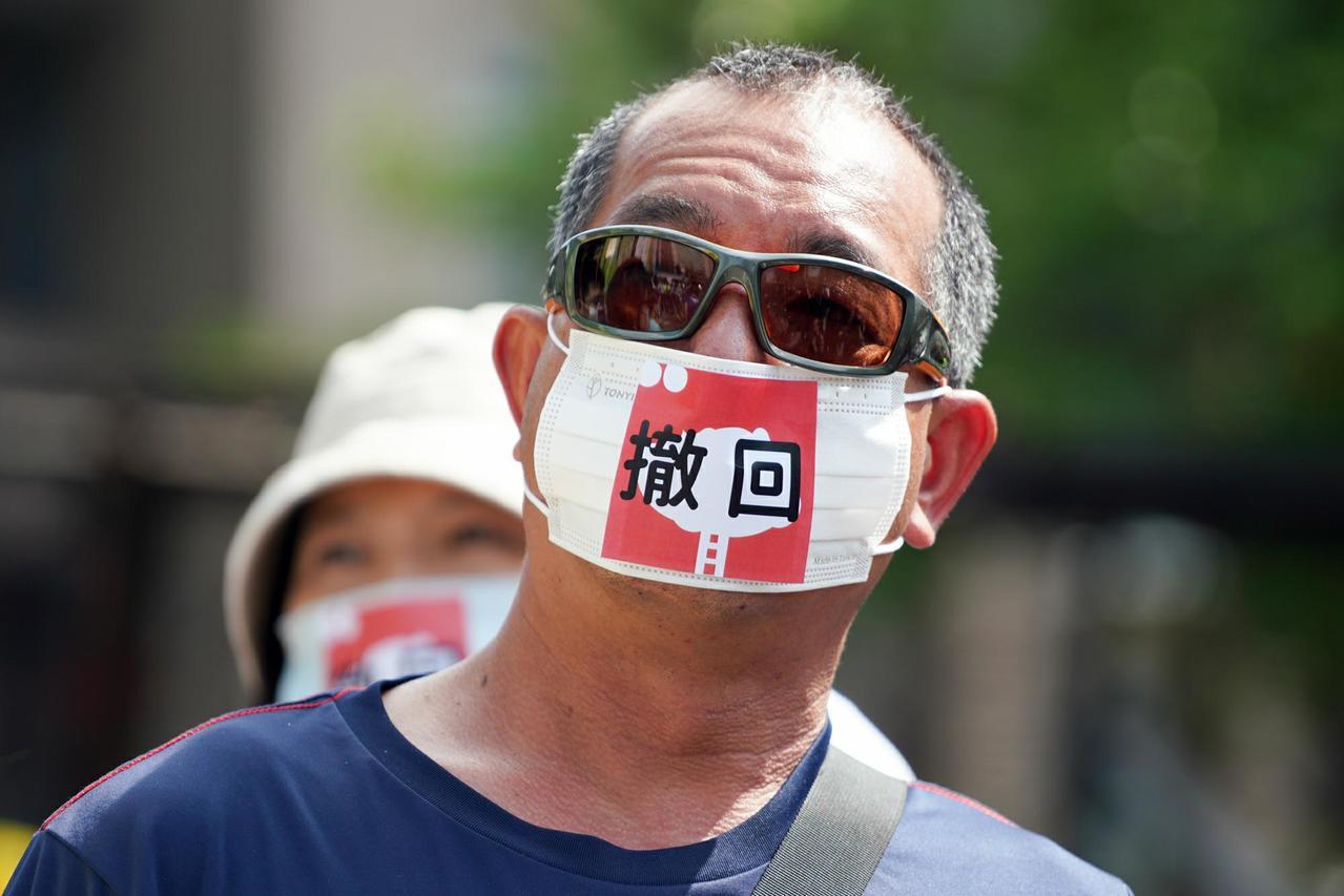 王銘祥不滿深澳電廠捲土重來,今夏自掏腰包揪團調查,各種抗議現場也有他的身影。圖/...