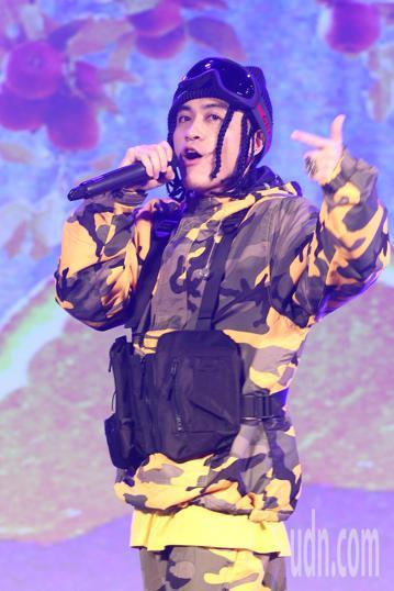 嘻哈金童BCW下午舉行《NO COMPLY》專輯與演唱會媒體見面記者會,與來賓家家合唱新歌《東岸》,隨後玖壹壹健志、A-Flight送上「嘻哈三寶」。