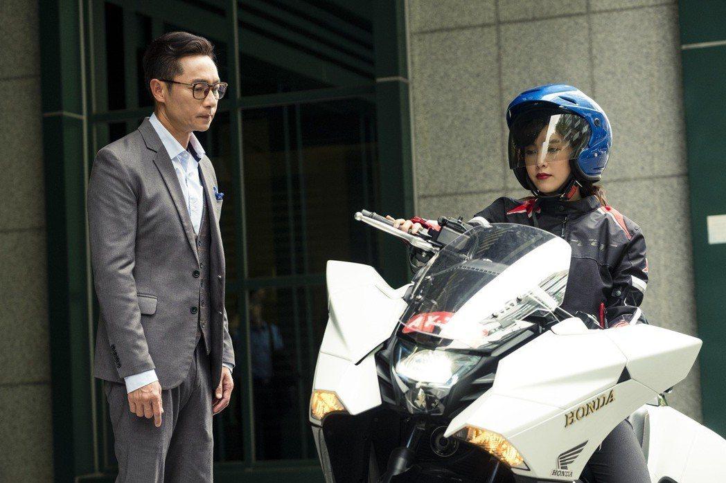 大元(右)飾演謝祖武的女兒。圖/TVBS提供