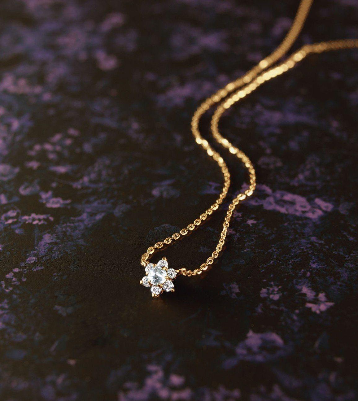 11月底發售聖誕限定耶誕玫瑰鑽石項鍊,售價21,800元。圖/agete提供
