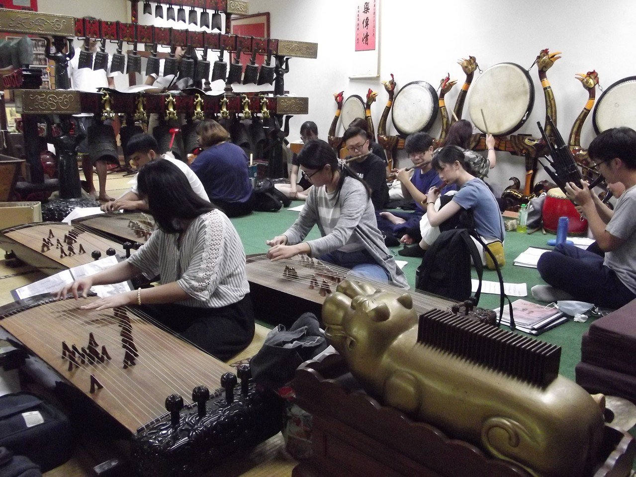 雅樂團學生們為14日音樂會加緊練習。記者謝恩得/攝影