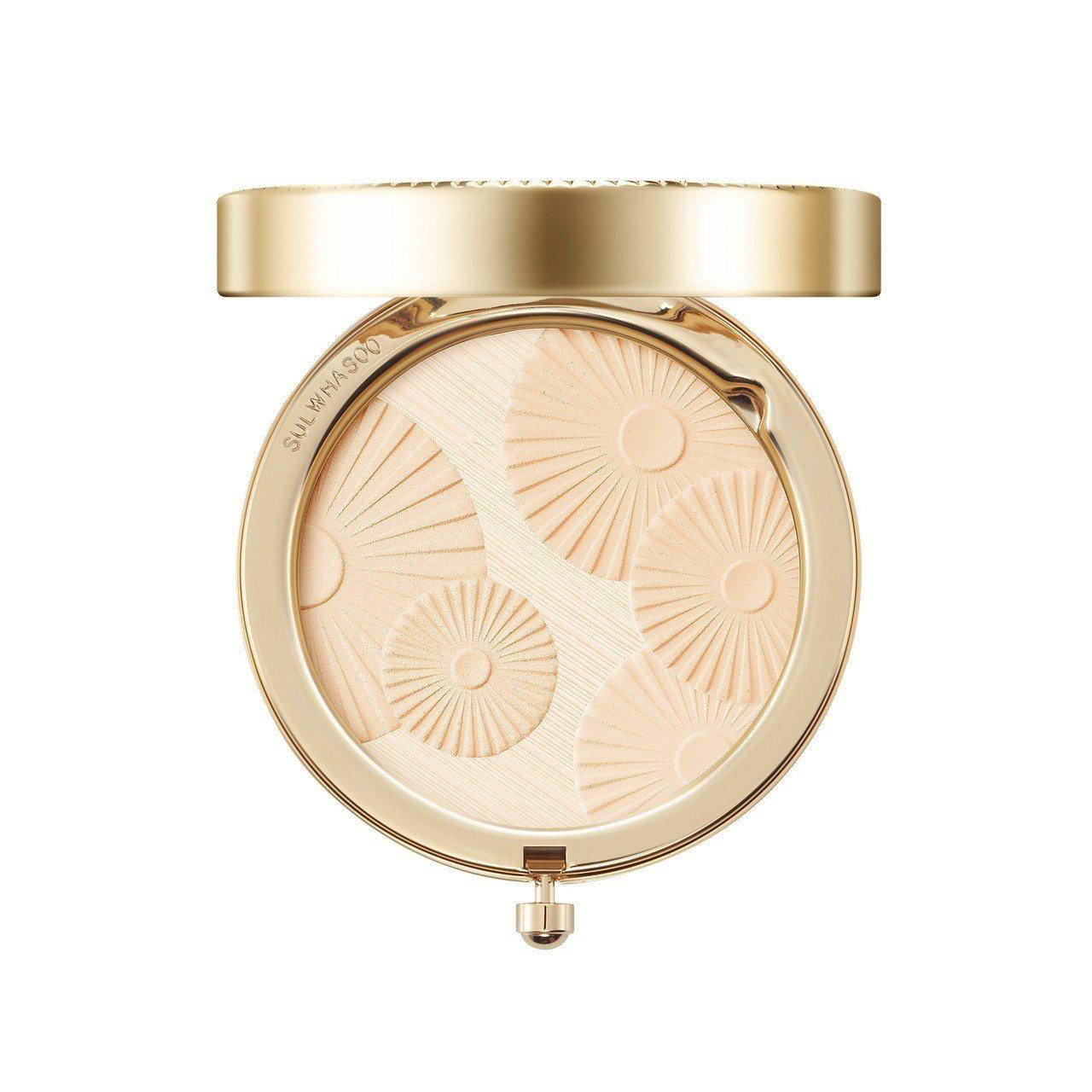 花釉香粧盒2018限量版,粉體上有永生草壓紋。圖/雪花秀提供