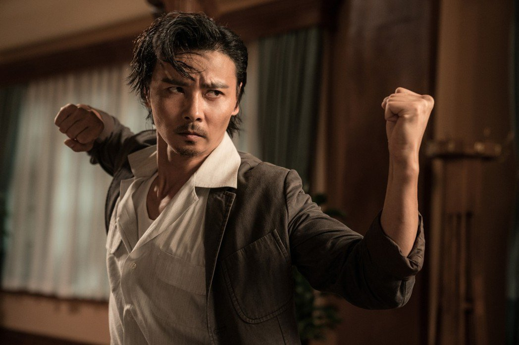 張晉(左)新片「葉問外傳:張天志」是本屆釜山影展閉幕片。圖/華映提供