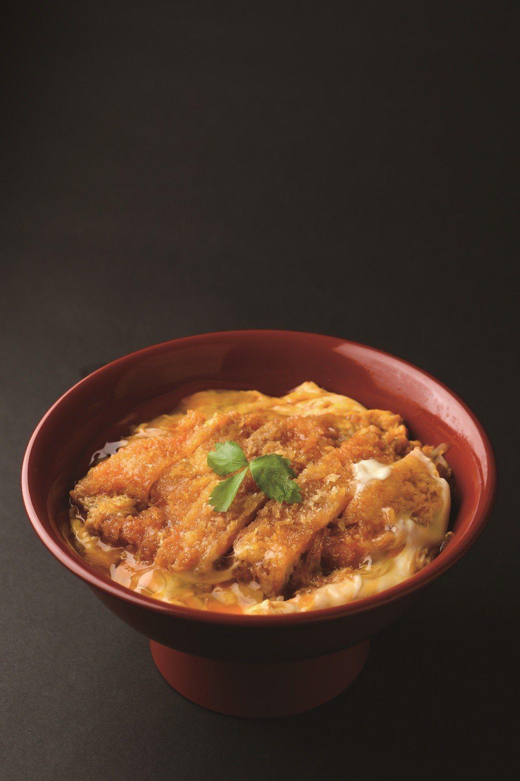 新光三越台中中港店,名古屋鳥開雞料理專門店雞排丼,售價270元。圖/新光三越提供