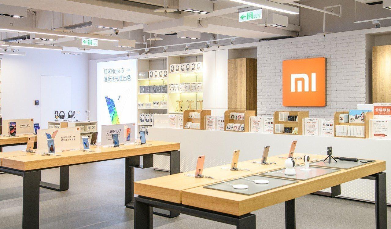 小米之家台北行天宮店整裝重新開幕,導入開架式購物體驗。圖/小米提供