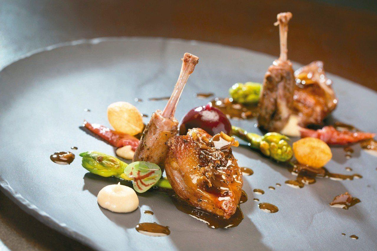 「綜合香料烤鴿肉、托斯卡尼風味雞肝、西伯利亞醬汁」以主廚兒時料理烤鴿子肉發想。 ...