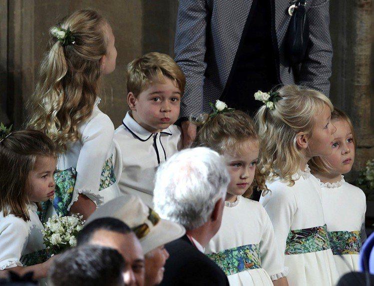 英國皇室尤金妮公主婚禮上的可愛小花童,包括小王子喬治與公主夏綠蒂,相當受歡迎。圖...