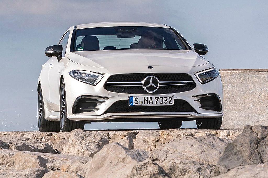 Mercedes-AMG CLS 53 4Matic+具備專屬外觀套件如AMG專屬雙柵式水箱護罩、AMG專屬前後下擾流、AMG尾翼、AMG雙側四出圓形尾飾管以及19吋AMG五輻雙肋式輪圈等。 圖/Mercedes-Benz提供