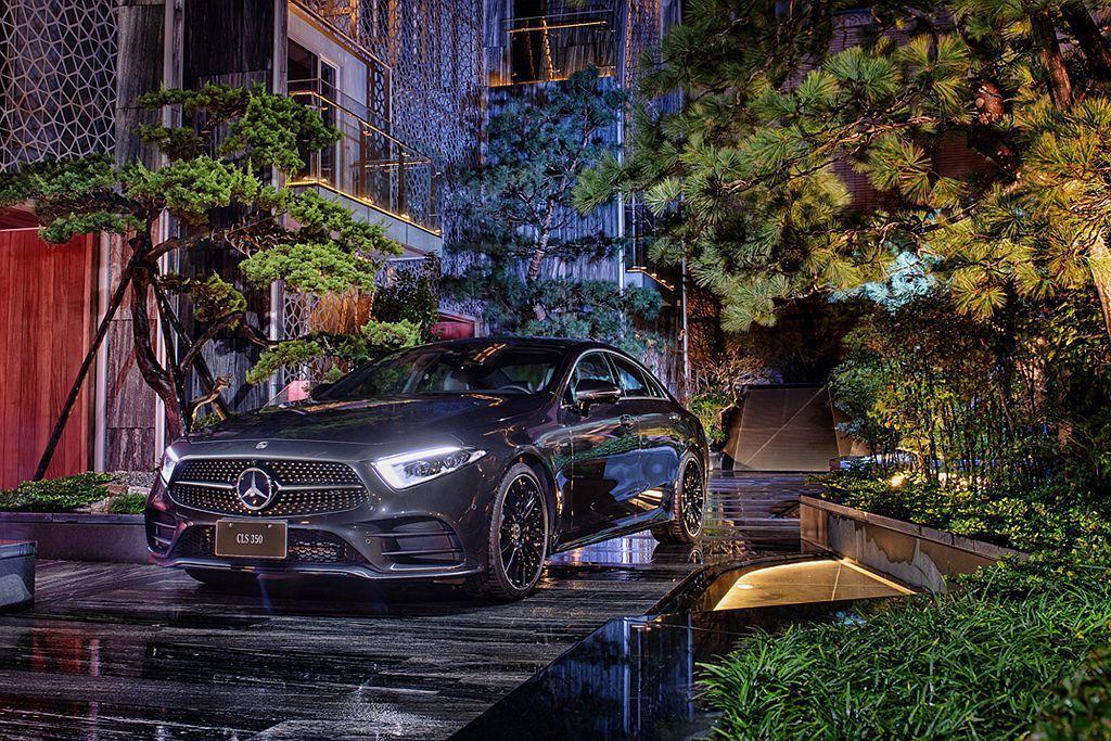 第三代賓士CLS承襲前兩世代設計風範,再啟四門轎跑美學新視野,同時也配上最新EQ Boost 48V輕型複合動力系統。 圖/Mercedes-Benz提供