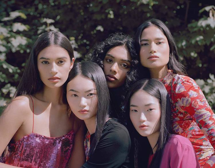 Prabal Gurung 2018秋季的形象廣告由亞洲模特兒演繹。圖/擷自in...