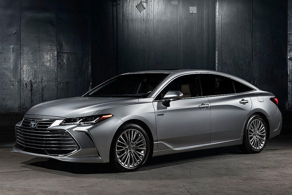 從裡到外全面進化的第五代Toyota Avalon,縱使車長已經接近5,000m...