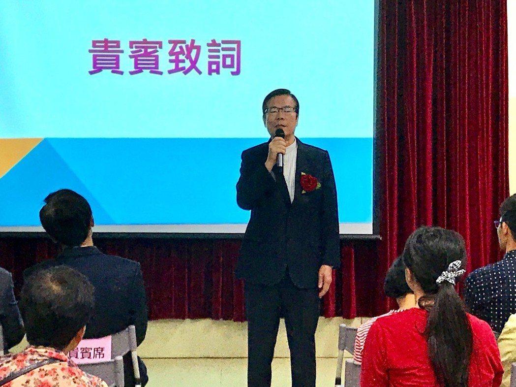 衡山基金會董事長劉坤炳到場致詞,勉勵獲獎同學。 楊逢峮/攝影