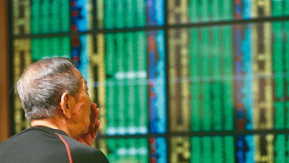 台股今(26)日指數開低,量能縮減,盤中跌逾百點,終場收在10,952.47點,...