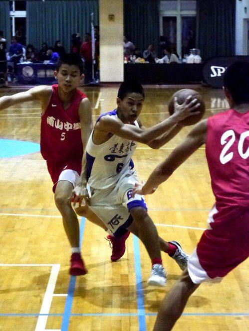 台東高中曾兩度闖進HBL男乙級四強賽。記者劉肇育/攝影