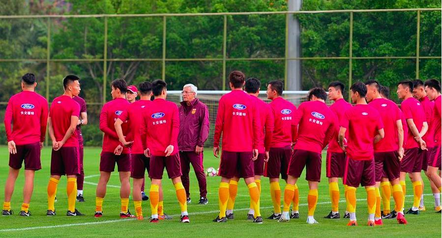 圖為今年三月中國大陸男子足球隊在廣西體育中心進行訓練備戰2018中國杯國際足球錦...