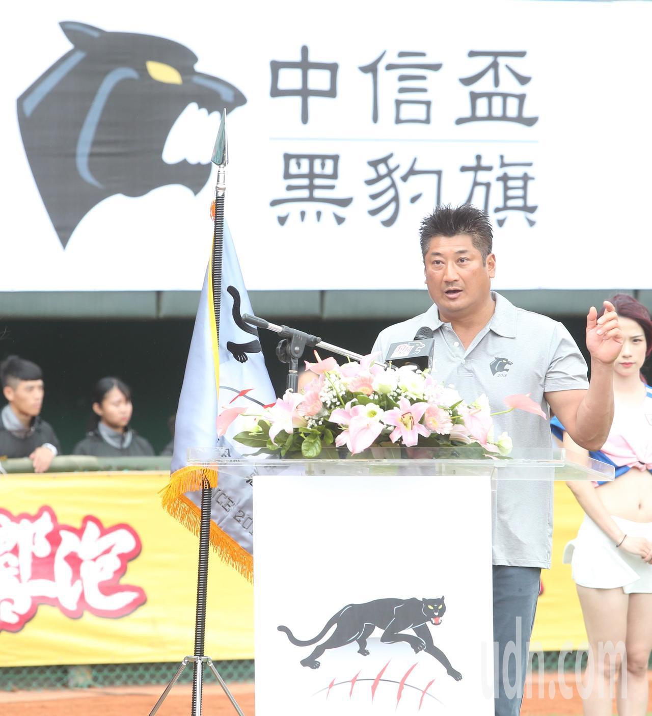 中信盃黑豹旗全國高中棒球大賽下午在天母棒球場舉行開幕儀式,中華民國棒球協會理事長...
