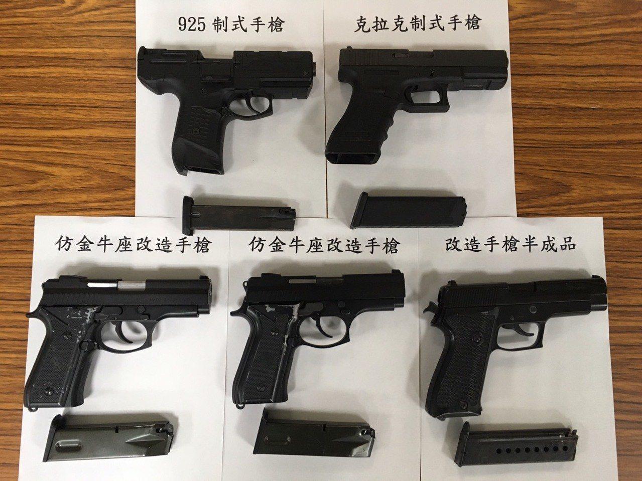 新湖警分局查獲多把槍枝。記者郭宣彣/翻攝