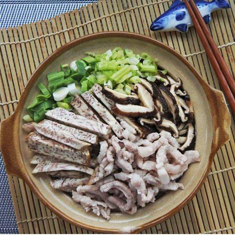 海哥芋頭米粉鍋,優惠價240元,買10送1。圖/愛合購提供