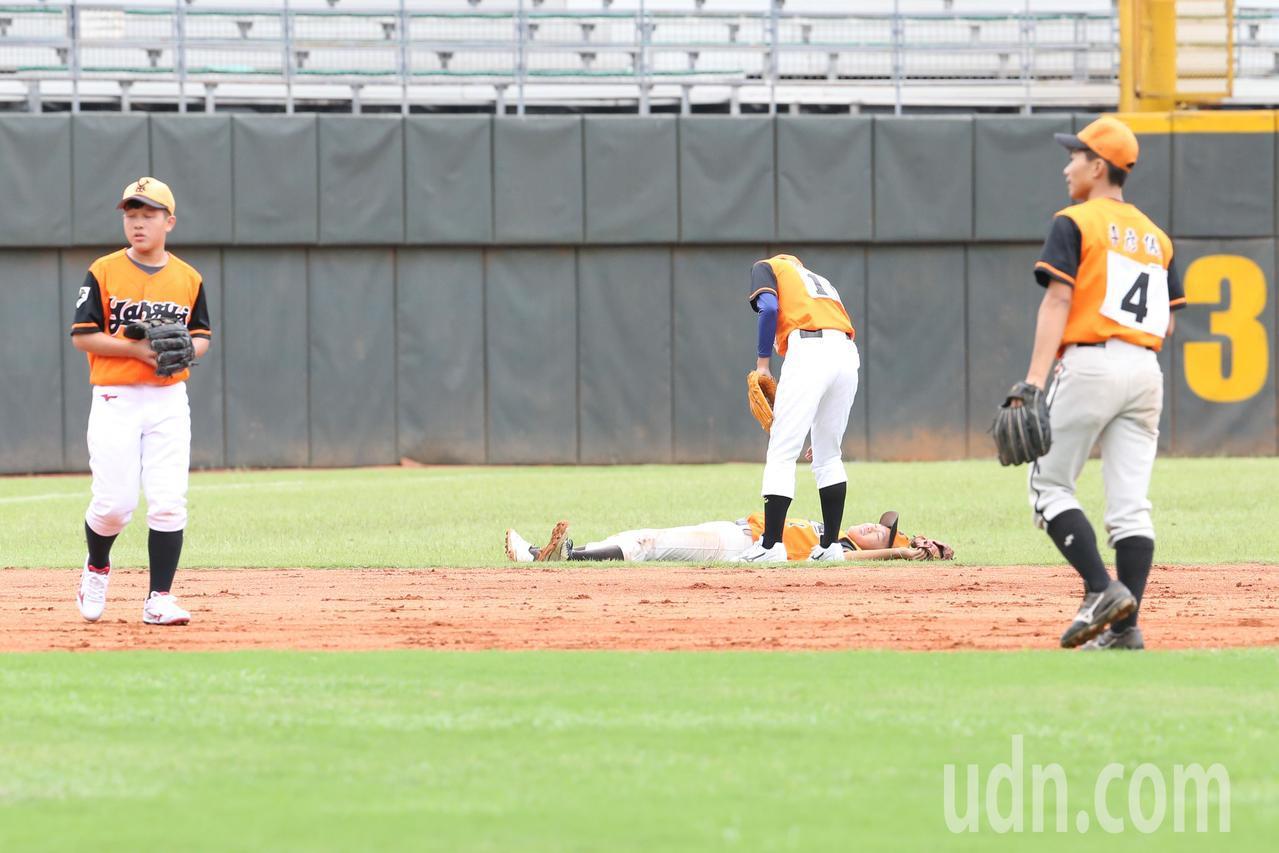 中信盃黑豹旗全國高中棒球大賽在天母棒球場舉行開幕戰,楊梅高中最後以20之差敗北。...