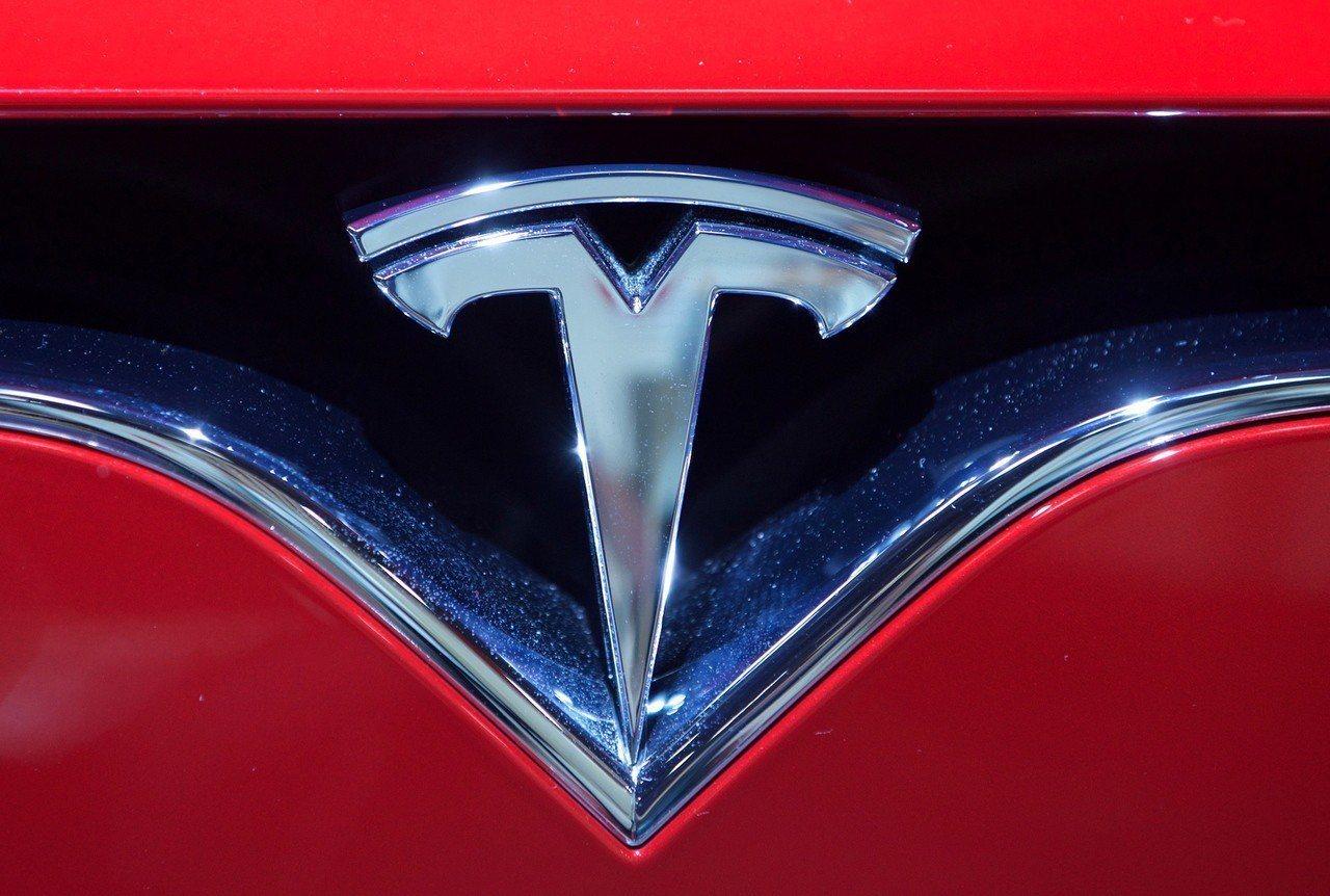特斯拉Model 3本季頭兩周產量據傳僅7,400輛,相當於一周生產不到5,00...