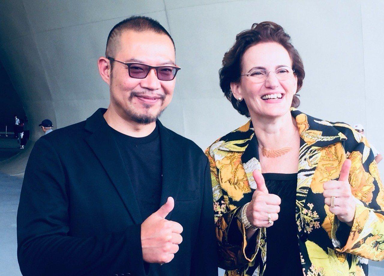 衛武營藝術總監簡文彬(左)與建築師法蘭馨侯班(右),是衛武營的重要推手。記者徐...