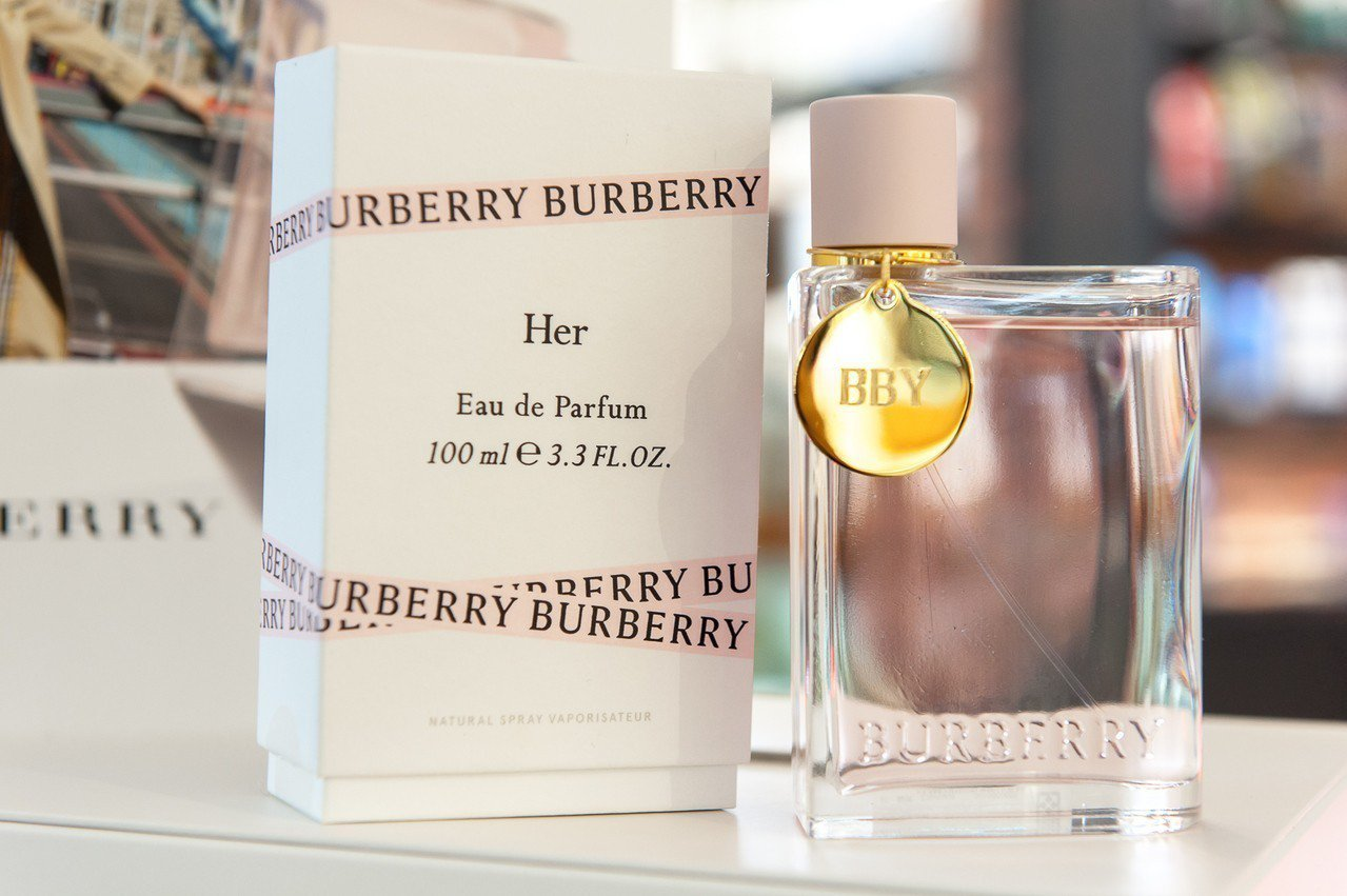Burberry HER女性淡香精是Burberry正式推出入主COTY科蒂集團...