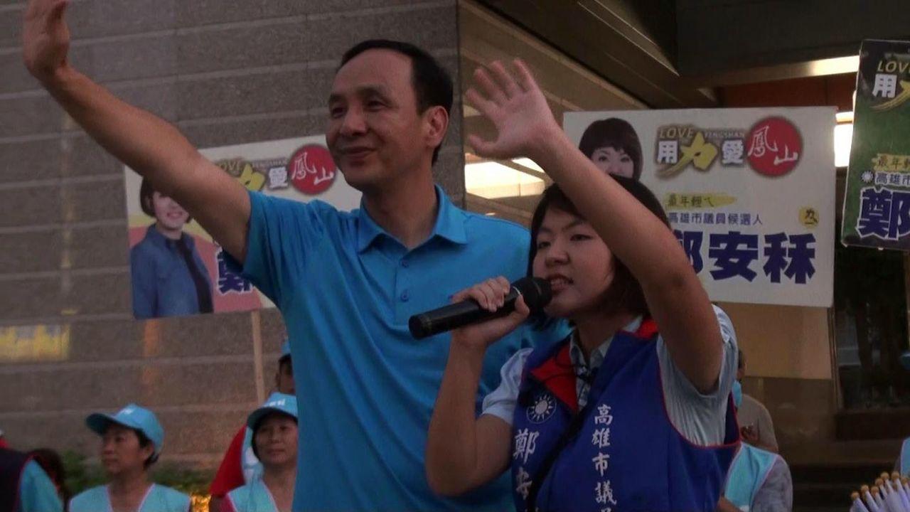 朱立倫稱許鄭安秝(右)優秀年輕,希望大家送她進議會。記者王昭月/攝影