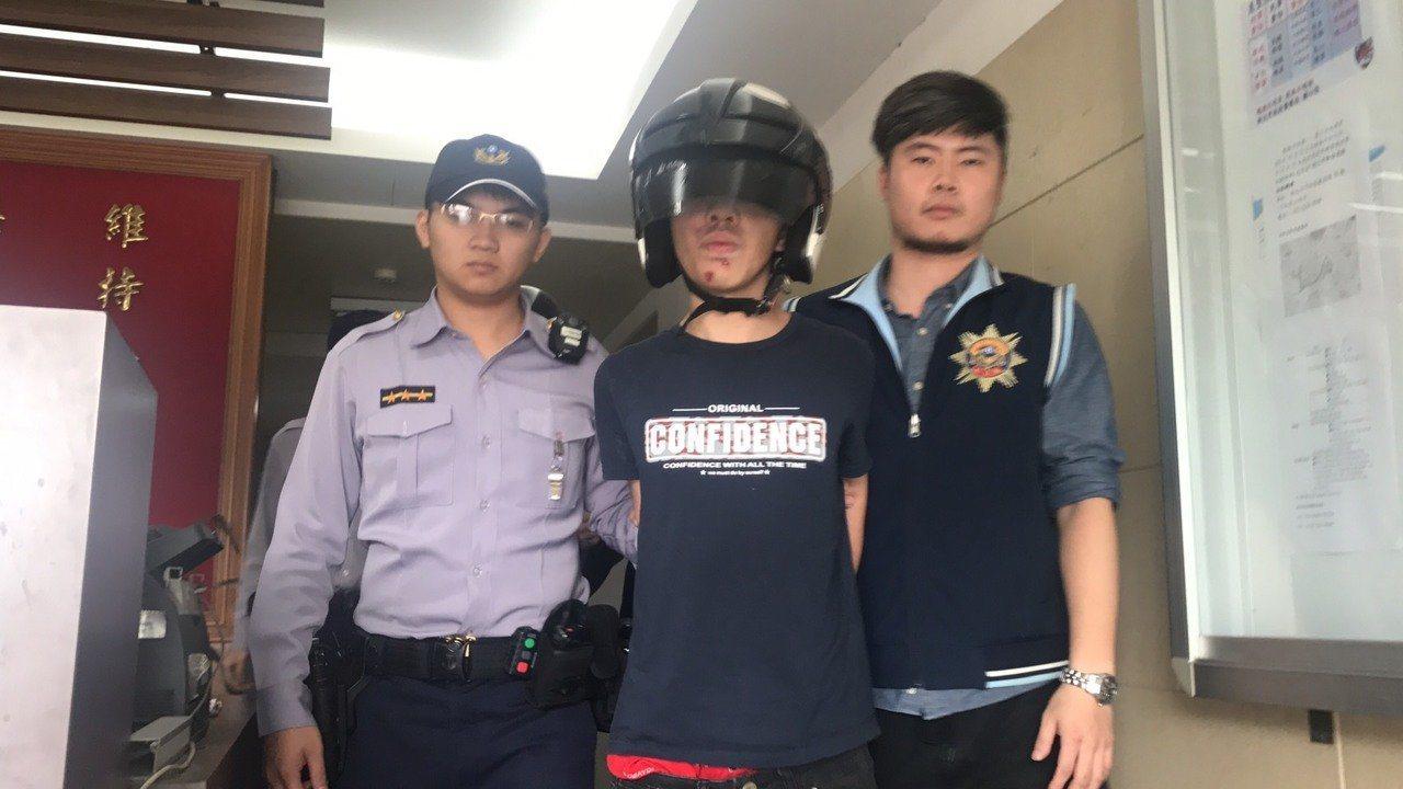 新北市蕭姓男子去年11月遭盤查被發現通緝犯身分,被帶回派出所時藉機脫逃,隔天被警...