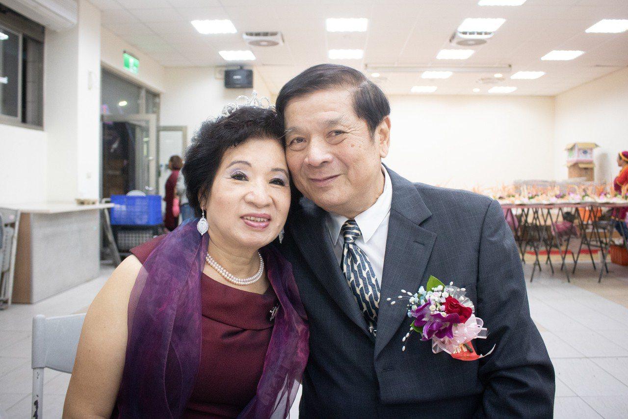原任警職的蔡秋華與愛妻沈碧欽。記者李隆揆/攝影