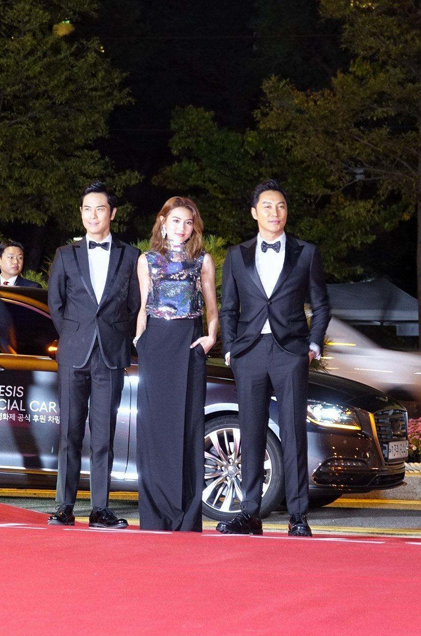 鄭嘉穎(左起)、周秀娜與譚耀文是「葉問外傳:張天志」的香港主角代表。圖/華映提供