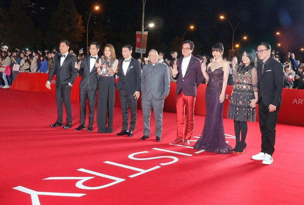 「葉問外傳:張天志」重要人員一起走上釜山影展的紅地毯。圖/華映提供