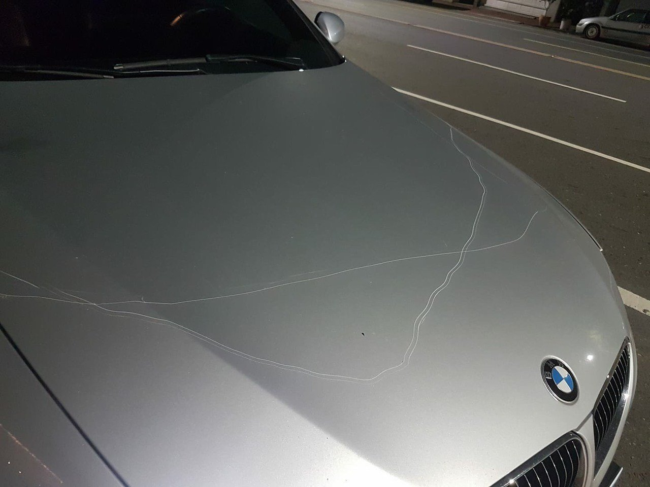 嘉義市警友會理事長黃朝雲的愛車今晚被刮了一圈,他在臉書po文感嘆,懷疑是有人刻意...