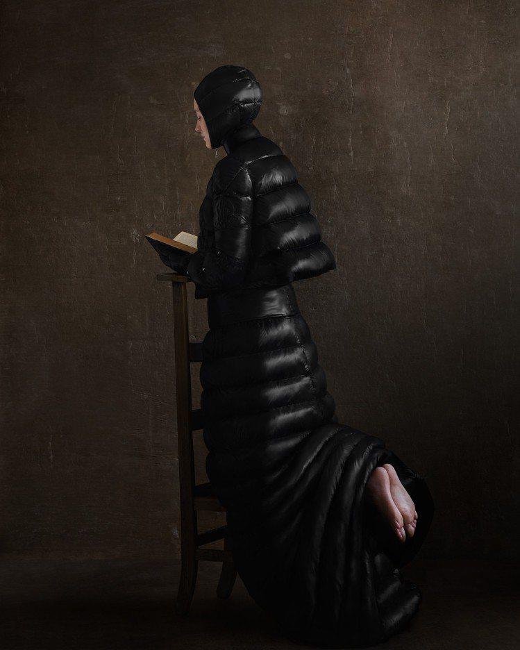 Pierpaolo Piccioli系列兼具未來感和神秘感,是設計師對於寡欲及神...