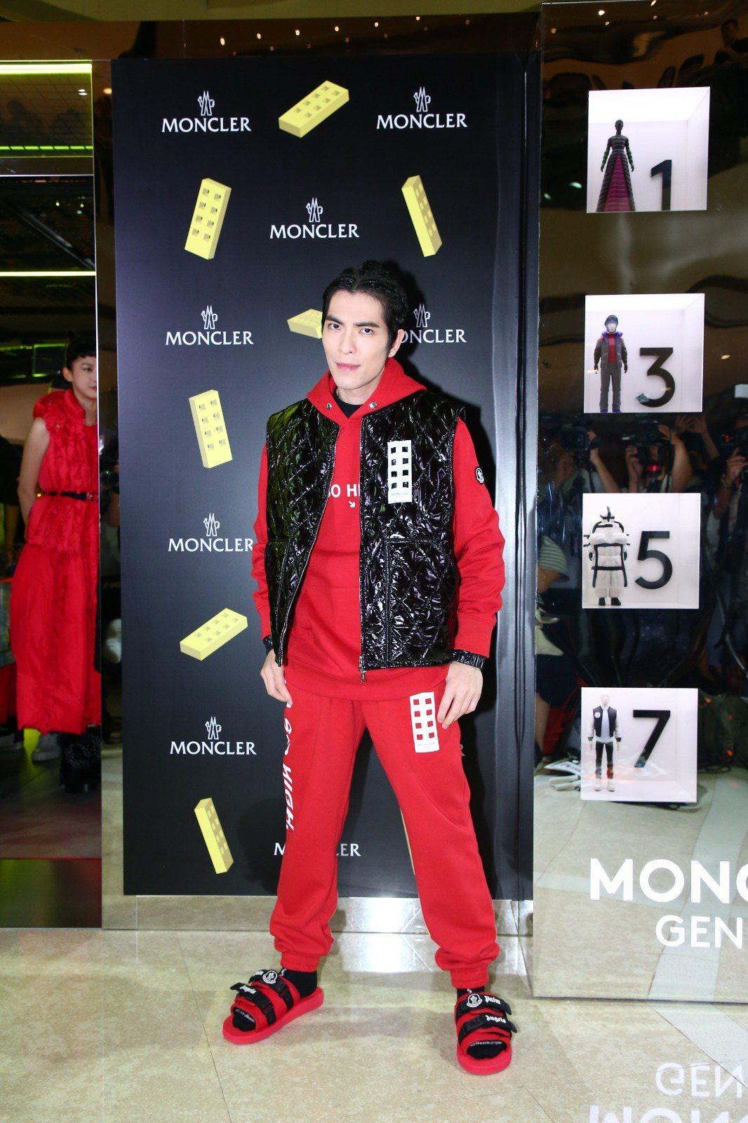 蕭敬騰穿著8 MONCLER Palm Angels服裝現身香港快閃店。圖/MO...