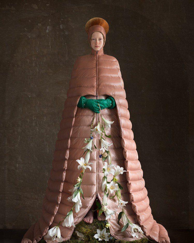 從服裝呼應心靈的澄澈純粹,是Pierpaolo Piccioli系列的核心概念。...