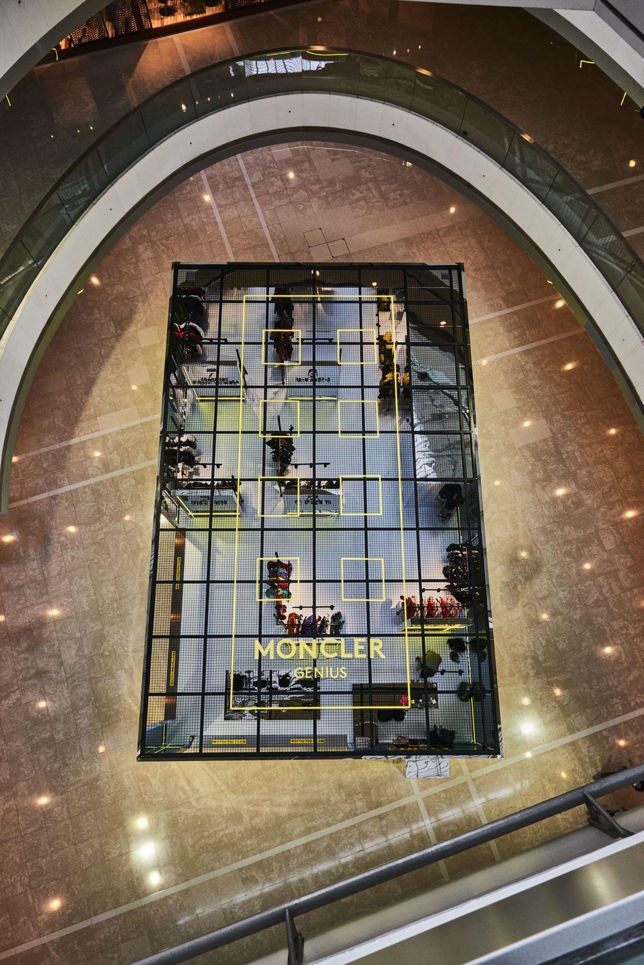香港MONCLER快閃店於香港國際金融中心商場開設。圖/MONCLER提供