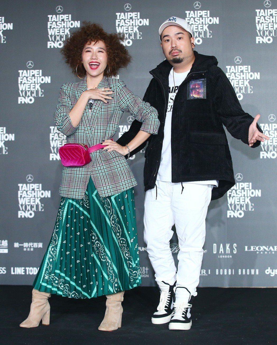 Lulu(左)、阿達甜蜜合體。記者王騰毅/攝影