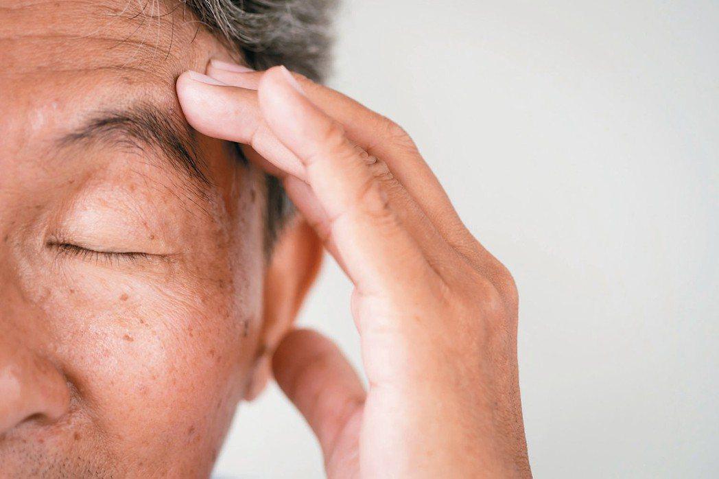 暈和眩有什麼不同?什麼情況該求助心臟科、神經內科?什麼情況該找耳鼻喉科? 圖/1...