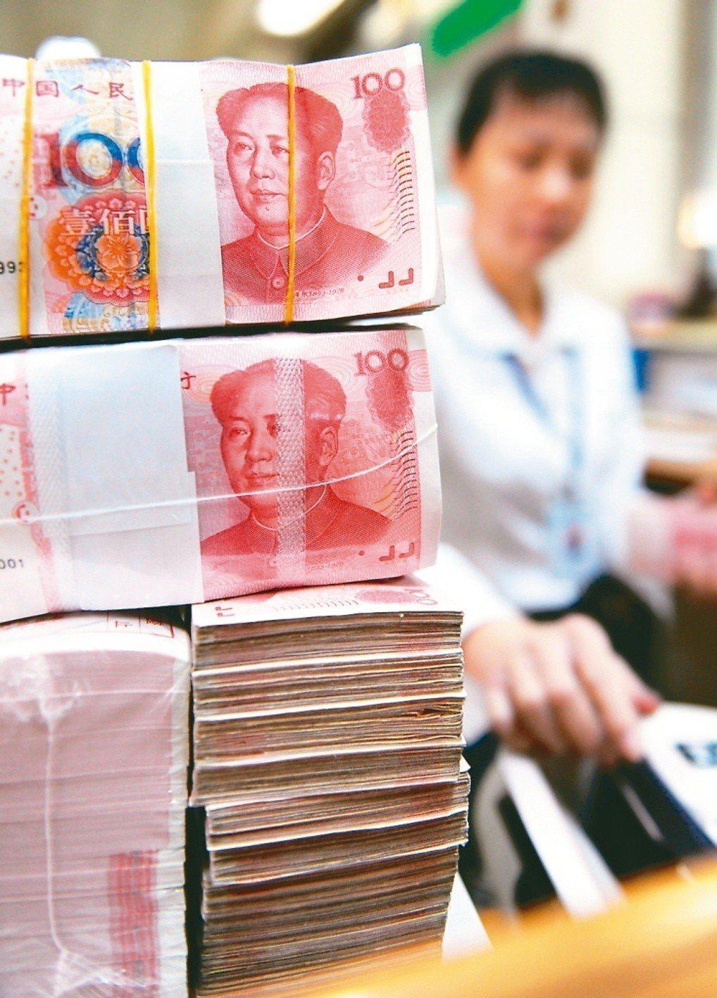 中國人民銀行(央行)宣布,十月十五日起,下調人民幣存款準備金率一個百分點,預估釋...