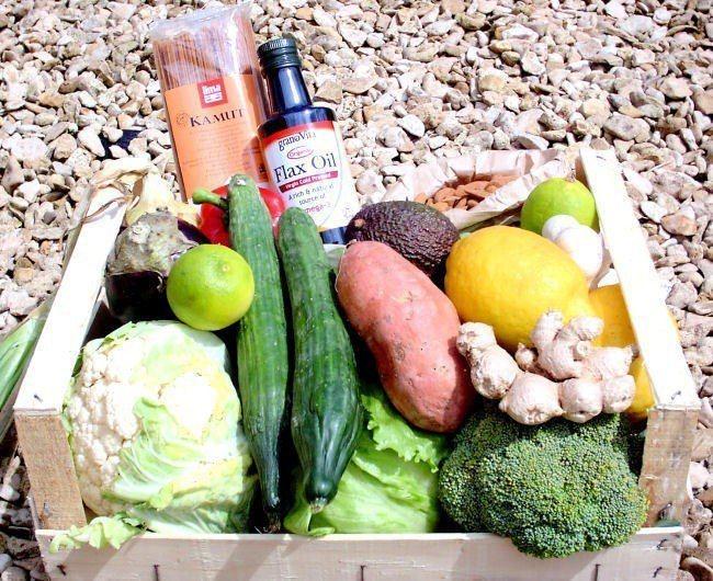 阿茲海默症醫療學者麗莎推薦5點飲食要素,包含脂肪魚類、漿果、深色綠葉菜類、植物油...