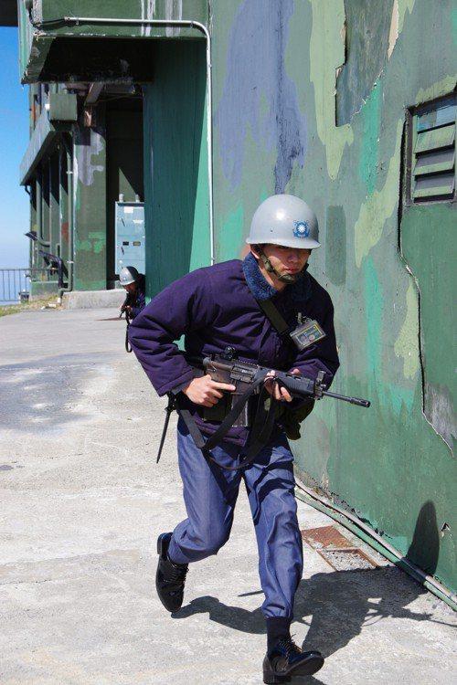 演練基地防衛的官兵。記者程嘉文/攝影