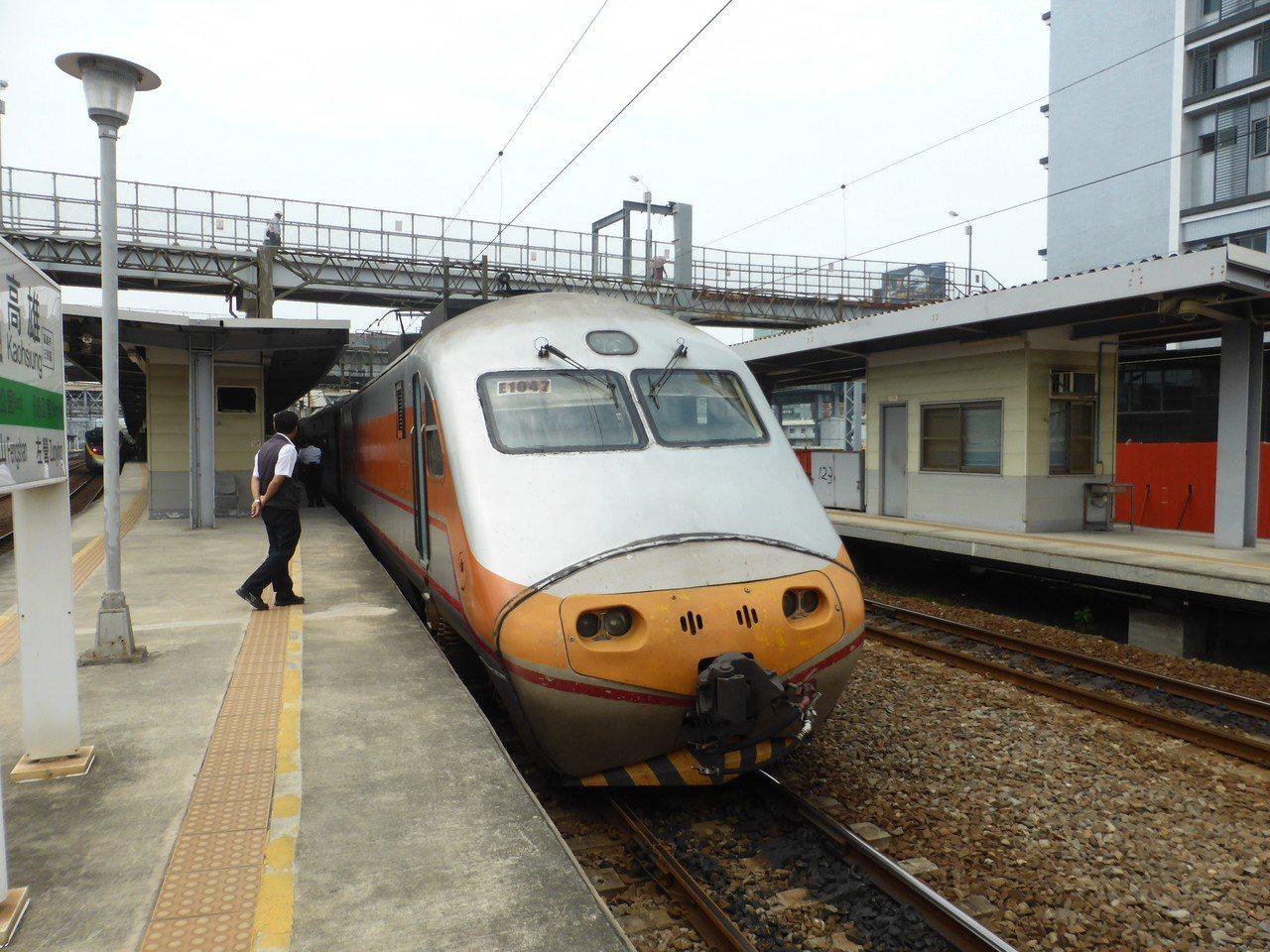高雄鐵路地下化之後,火車站上方看不到天空了。記者楊濡嘉/攝影