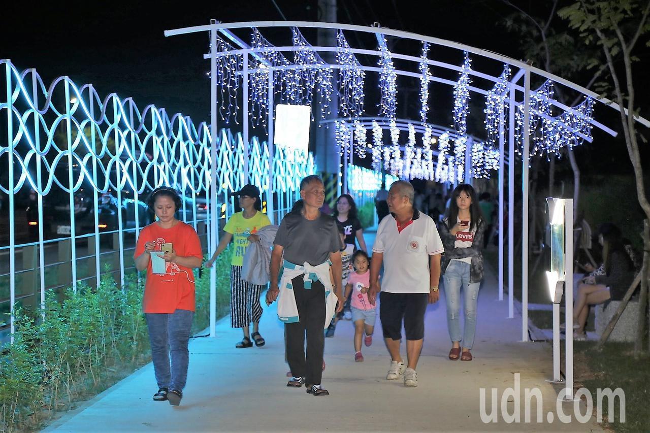 寬士村聚落觀光亮點啟用,讓嘉義水上多一個夜間景點。記者卜敏正/攝影