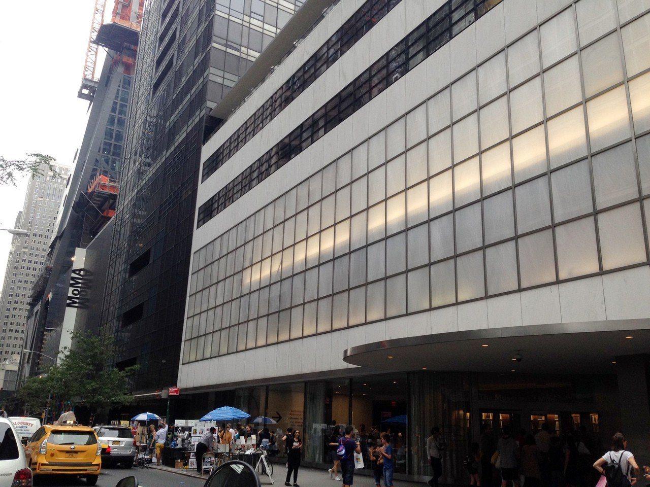 現代藝術博物館(MoMA)每周五下午4時至8時可免費入場。記者林巧璉/攝影